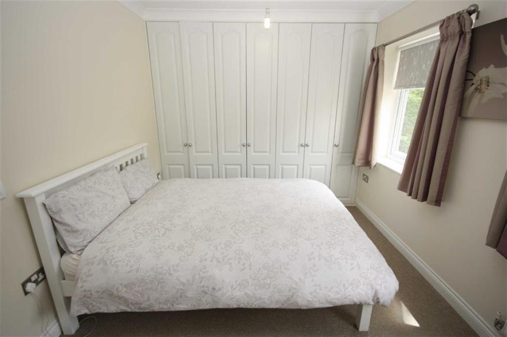 Bedroom One (Alterna