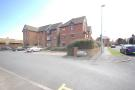 Ground Flat to rent in 20 Henley Court...