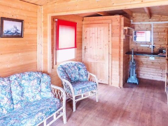 Wood Lodge - M...