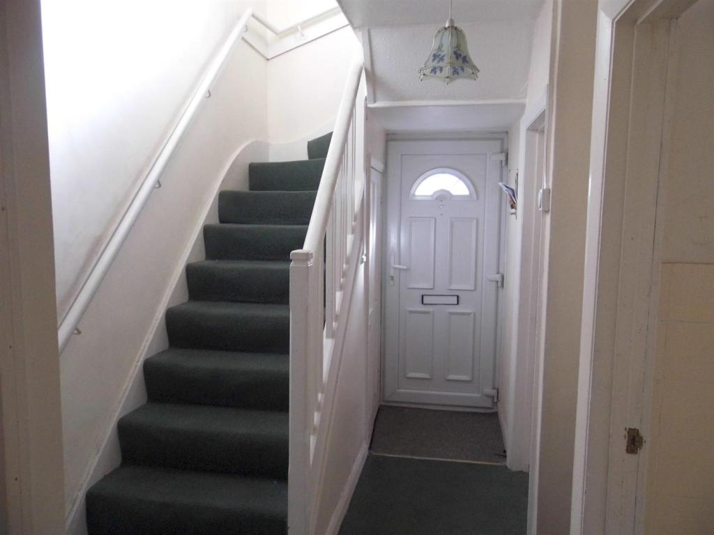 HALL/STAIRS