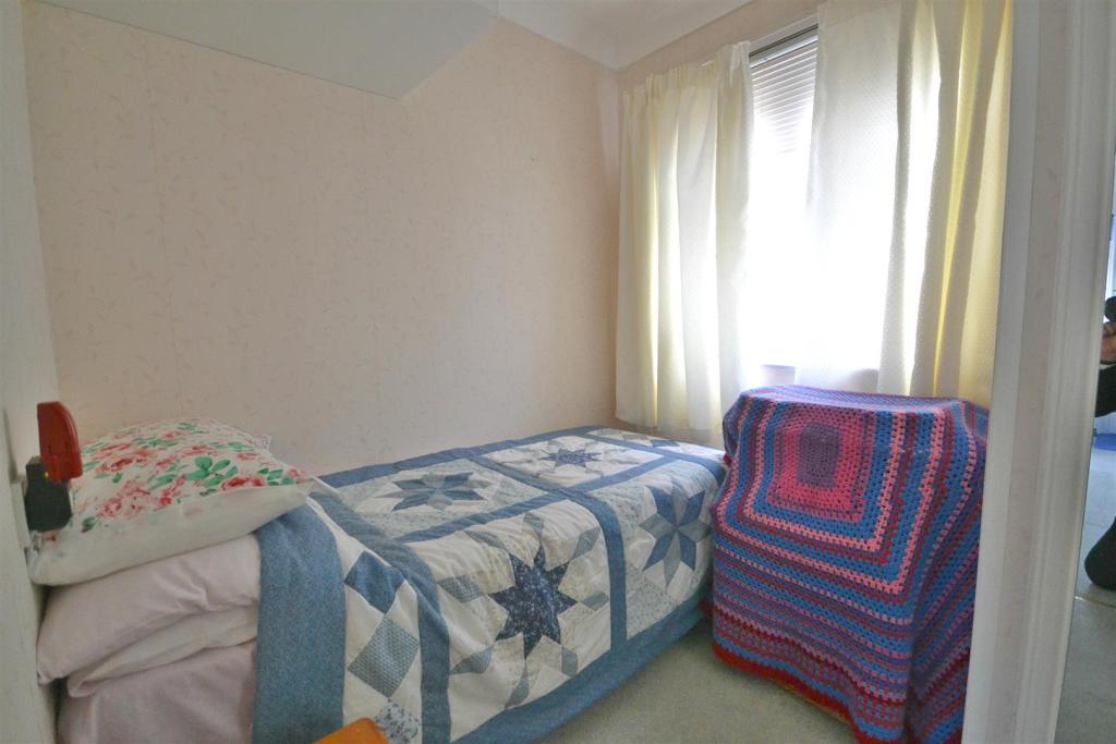 Bed2(2).jpg