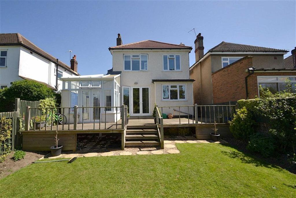 3 Bedroom Detached House For Sale In Thorndon Gardens Stoneleigh Surrey Kt19