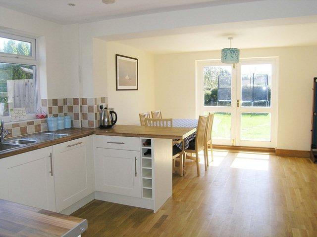 4 bedroom semi detached house for sale in brooks close for Kitchen ideas 3 bed semi
