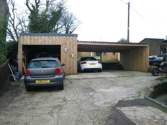 Garage/Car Port