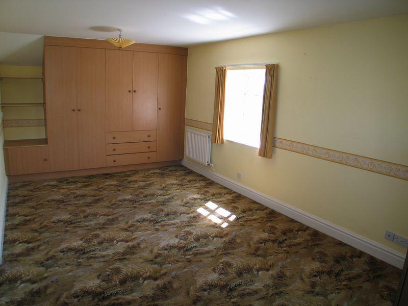 L-Shaped Bedroom 1