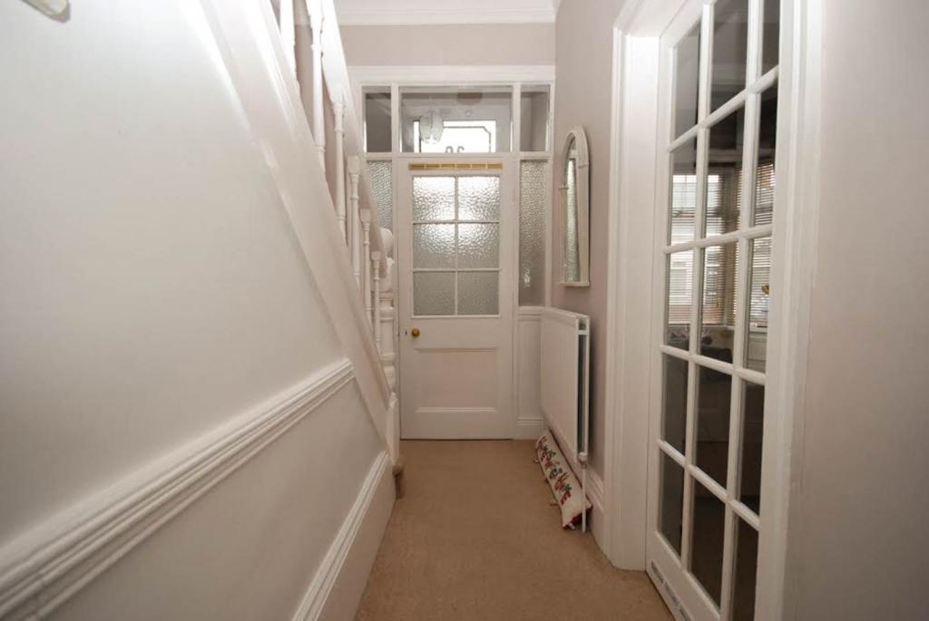 Entrance hallway vie