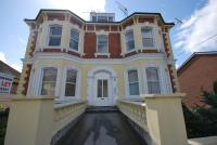 Flat to rent in Woodbury Park Road...