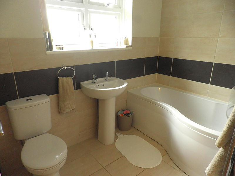 Brown cream bathroom design ideas photos inspiration for Brown beige bathroom ideas