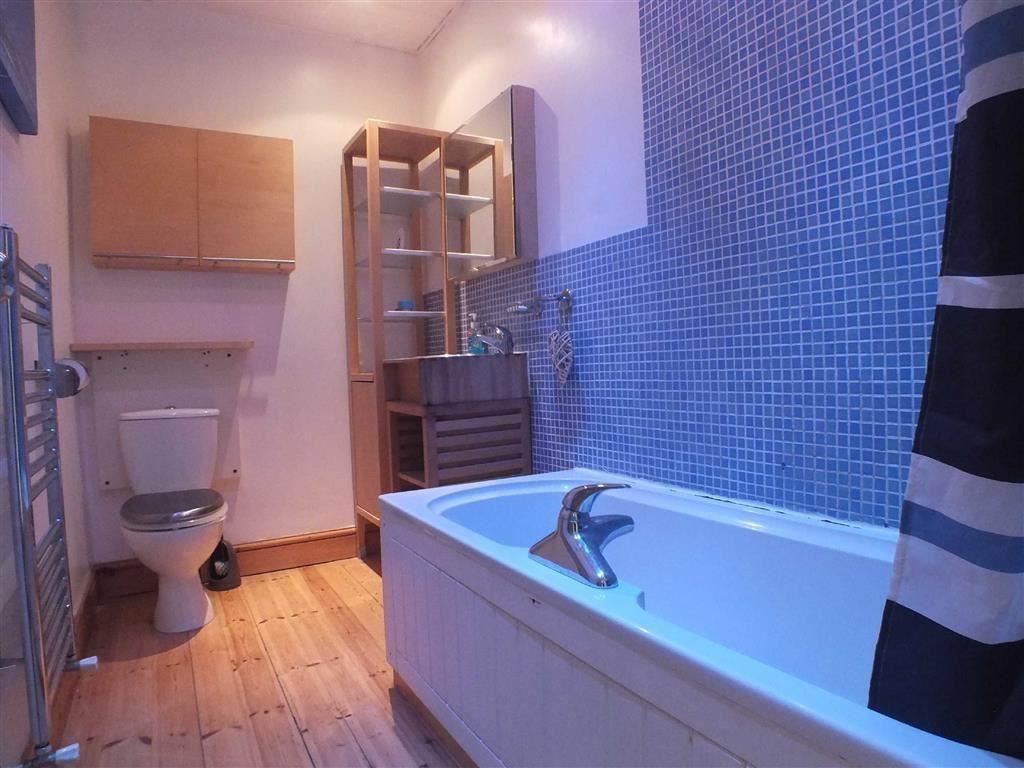 CENTRAL BATHROOM/WC