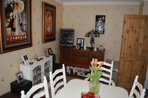 4 bedroom detached house for sale in lambeth road leigh for The dining room leigh