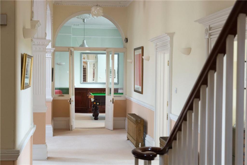 Bath - Hallway