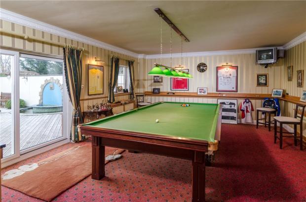 Bath - Billiards Roo