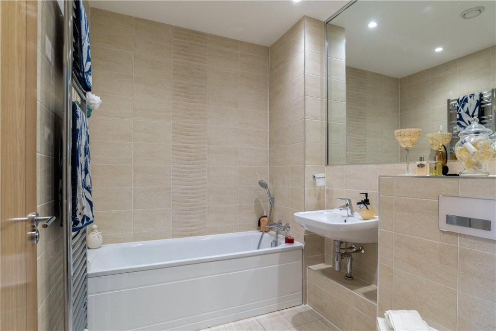 Bath: Bathroom