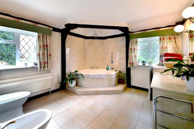Woodrow: Bathroom
