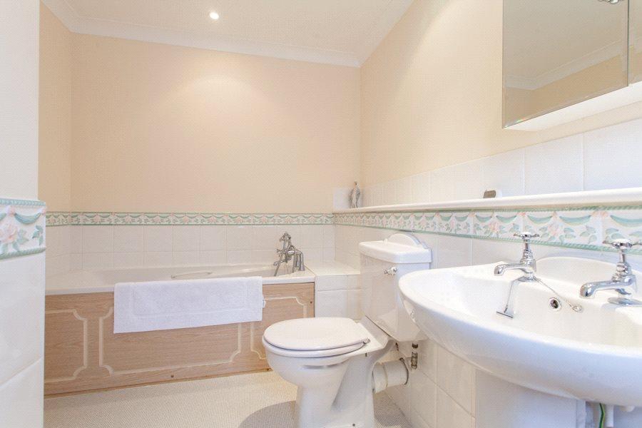 Chinnor: Bathroom