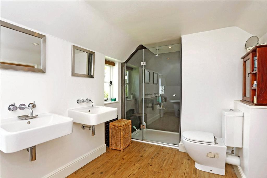 Penn: Shower Room