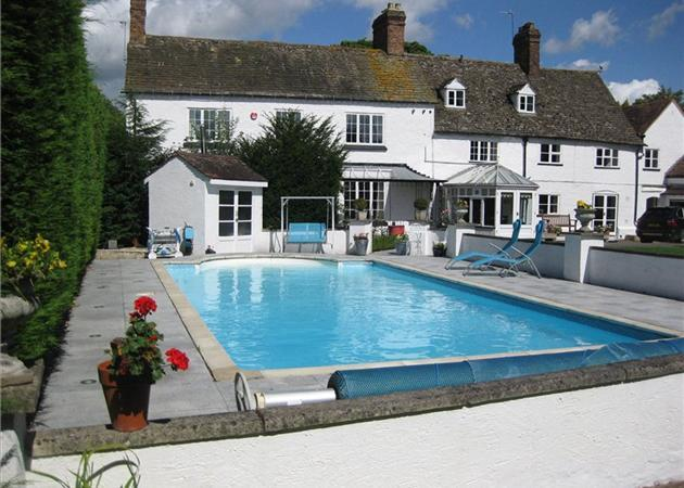 6 bedroom house for sale in tuffley avenue gloucester gloucestershire gl1 for Swimming pools near gloucester