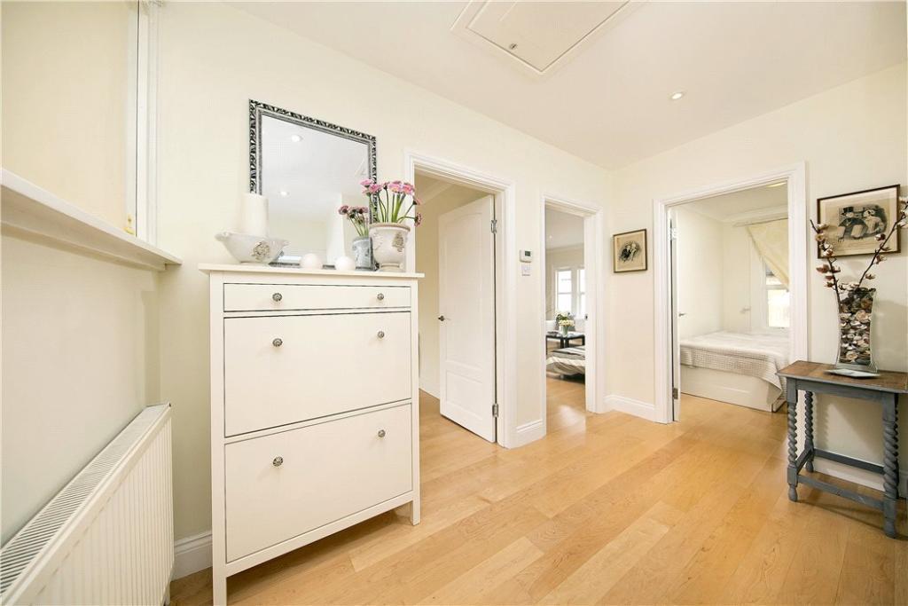 3 Bedroom Flat Tw10