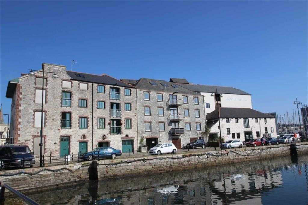 2 Bedroom Flat For Sale In Vauxhall Quay Plymouth Pl4