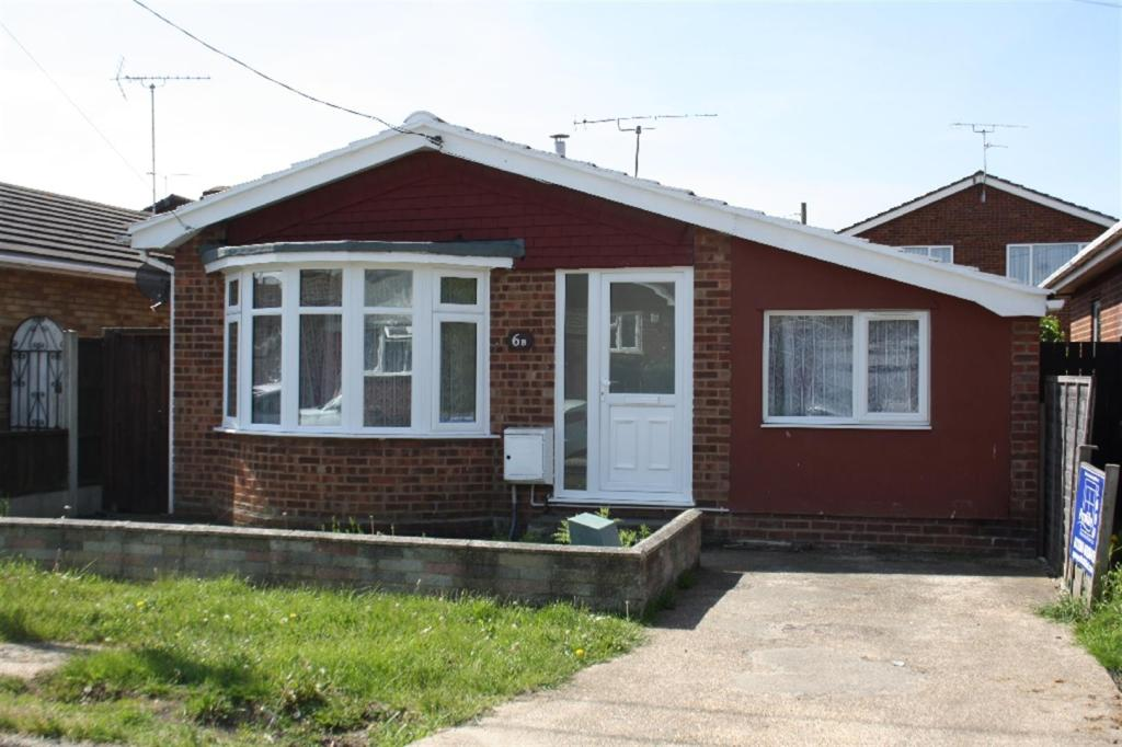 3 Bedroom Bungalow For Sale In Limetree Road Canvey Island Ss8