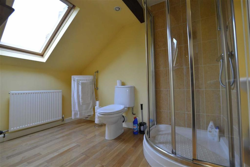 ENSUITE OFF BEDROOM
