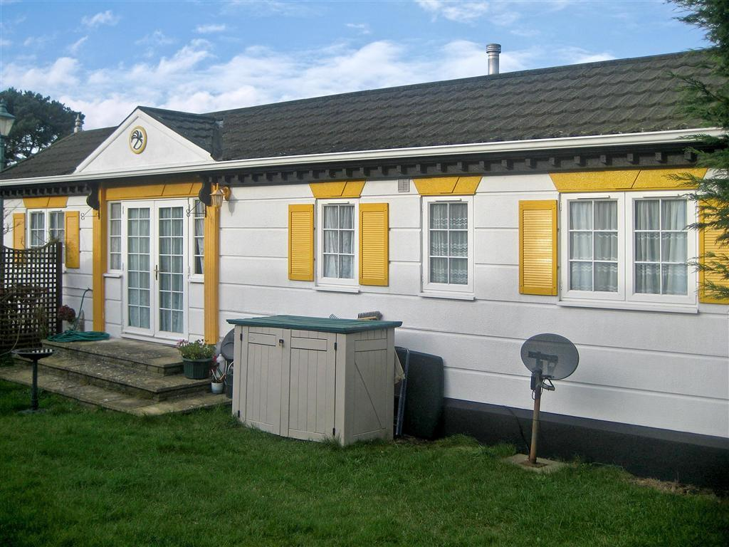 2 bedroom mobile home for sale in tadworth surrey kt20 for Two bedroom mobile homes for rent
