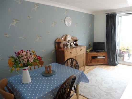 Lounge / Dining Room: