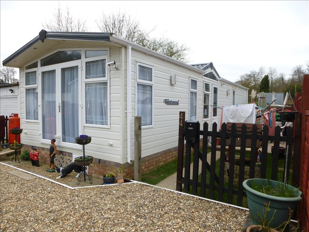2 Bedroom Park Home For Sale In Rayners Avenue Loudwater High Wycombe HP10