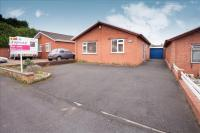 2 bed Detached Bungalow in Holmcroft Road...