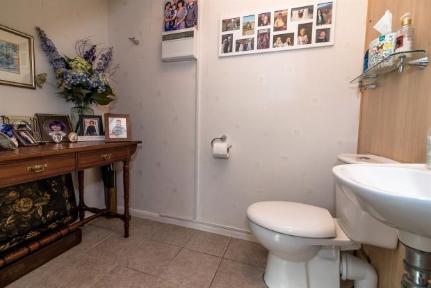 Guest Cloakroom: