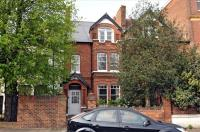 Flat in Fauconberg Road, Chiswick