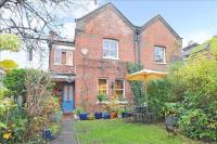 3 bed Cottage in Victoria Road, Mortlake...