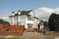 5 bedroom Detached house in Meadowview Road...