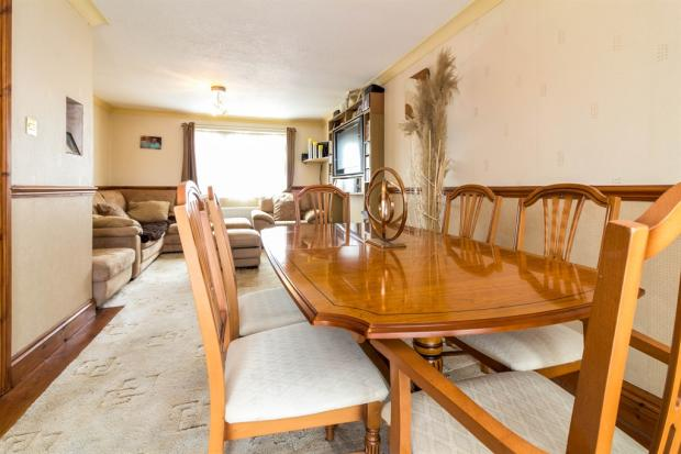 Lounge/ Dining Room: