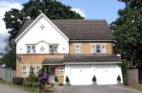 7 bedroom Detached house in Pickering Gardens, London