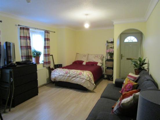 Lounge/ Bedroom Area