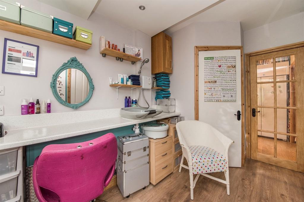 Salon/utility Room