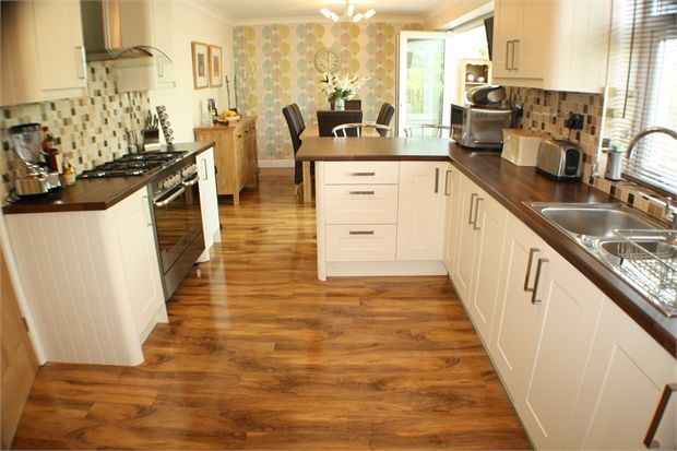 4 bedroom detached house for sale in wilmington close for Kitchen design 4m x 3m