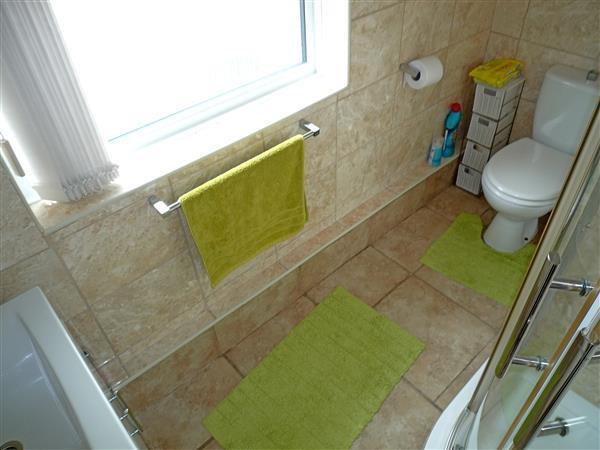 SHOWER BATHROOM: