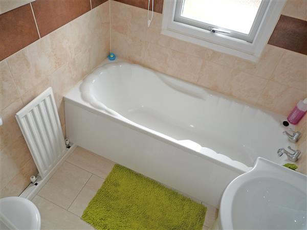ENSUITE BATHROOM: