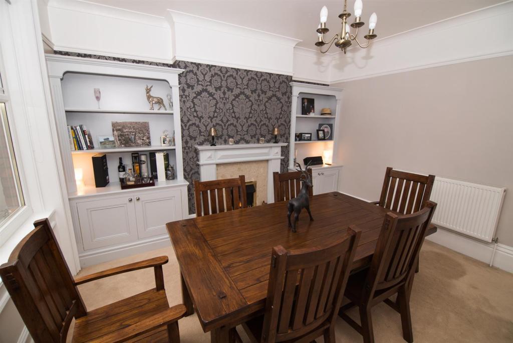 Dining Room - Photo