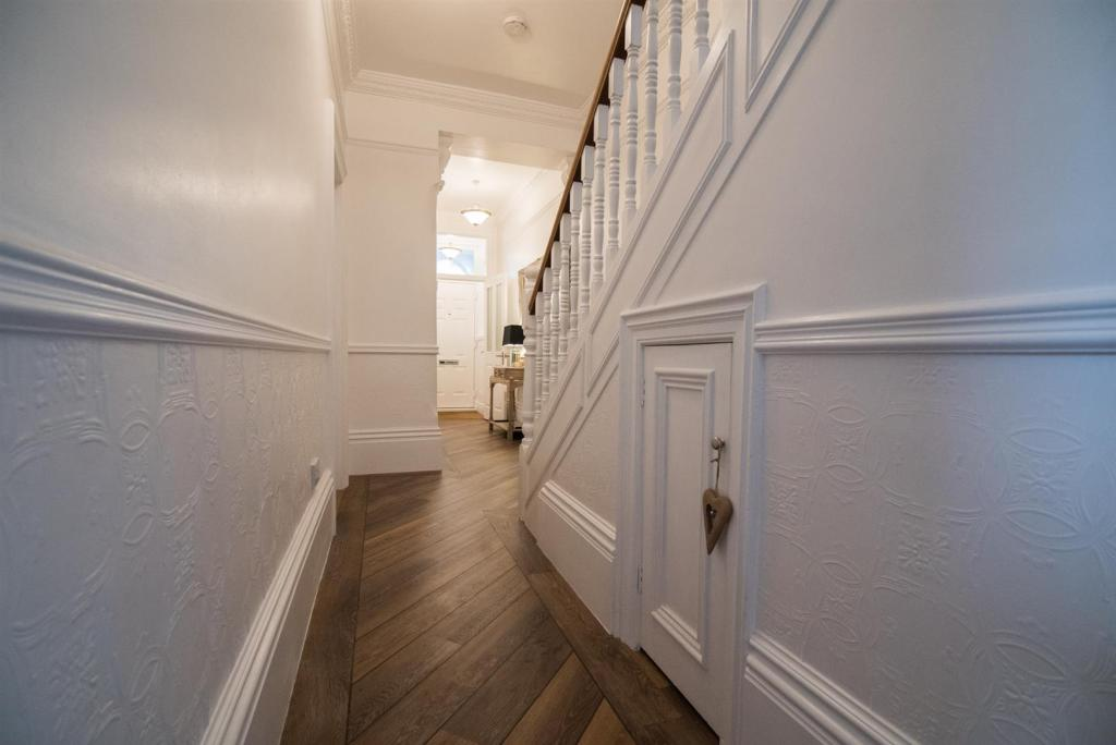Hallway - Photo 2.jp
