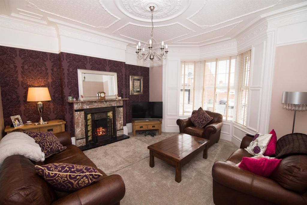 Living Room - Photo