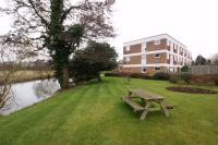 2 bedroom Ground Flat in The Leys, Esher Road...