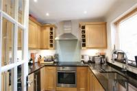 2 bedroom End of Terrace property in Pleasant Place, Hersham...