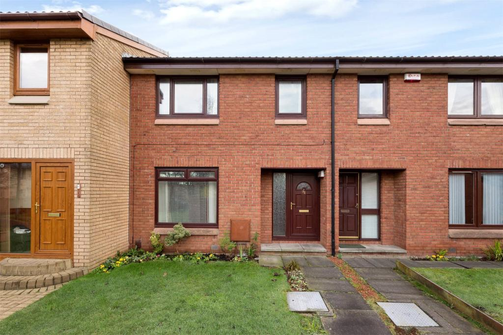 3 bedroom terraced house for sale in laichpark road