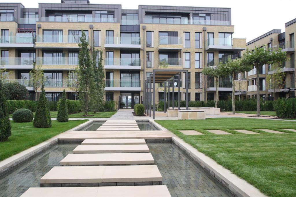 2 Bedroom Flat To Rent In Ravensbourne Apartments Fulham
