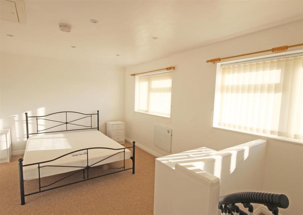 The Annex Bedroom.jp
