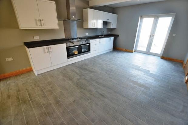 3 bedroom end of terrace house to rent in royal oak lane for Terrace kitchen diner