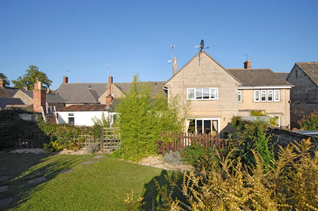 4 bed Link Detached House for sale in Burford Street, Lechlade